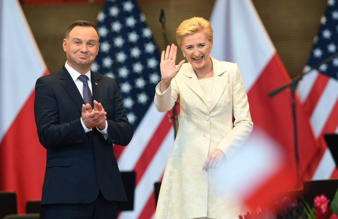 CHICAGO, UNITED STATES MAY 19, 2018. PRESIDENT OF THE REPUBLIC OF POLAND ANDRZEJ DUDA WITH HIS WIFE AGATA KORNHAUSER-DUDA DURING A MEETING WITH REPRESENTATIVES OF THE POLISH COMMUNITY AT MILLENIUM PARK IN CHICAGO. THE POLISH PRESIDENTIAL COUPLE ENDS THEIR SEVERAL-DAY VISIT TO THE USA. (SOA) PAP / RADEK PIETRUSZKA © RADEK PIETRUSZKA (PAP)