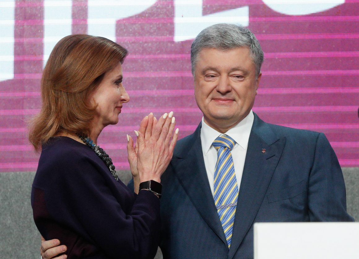 UKRAINIAN PRESIDENT AND PRESIDENTIAL CANDIDATE PETRO POROSHENKO (R) AND HIS WIFE MARYNA (L) REACT AT HIS CAMPAIGN HEADQUARTERS FOLLOWING A PRESIDENTIAL ELECTIONS IN KIEV, UKRAINE, 21 APRIL 2019. UKRAINIANS VOTED DURING THE SECOND ROUND OF PRESIDENTIAL ELECTIONS ON 21 APRIL 2019. SOME 73.2 PERCENT OF VOTERS SUPPORTED PRESIDENTIAL CANDIDATE VOLODYMYR ZELENSKY, WHILE 25.3 PERCENT VOTED FOR INCUMBENT PRESIDENT PETRO POROSHENKO, ACCORDING TO RESULTS OF THE NATIONAL EXIT POLL 2019 PROJECT AS OF 18:00 KIEV TIME, AN LOCAL MEDIA REPORT.  EPA/SERGEY DOLZHENKO  DOSTAWCA: PAP/EPA.