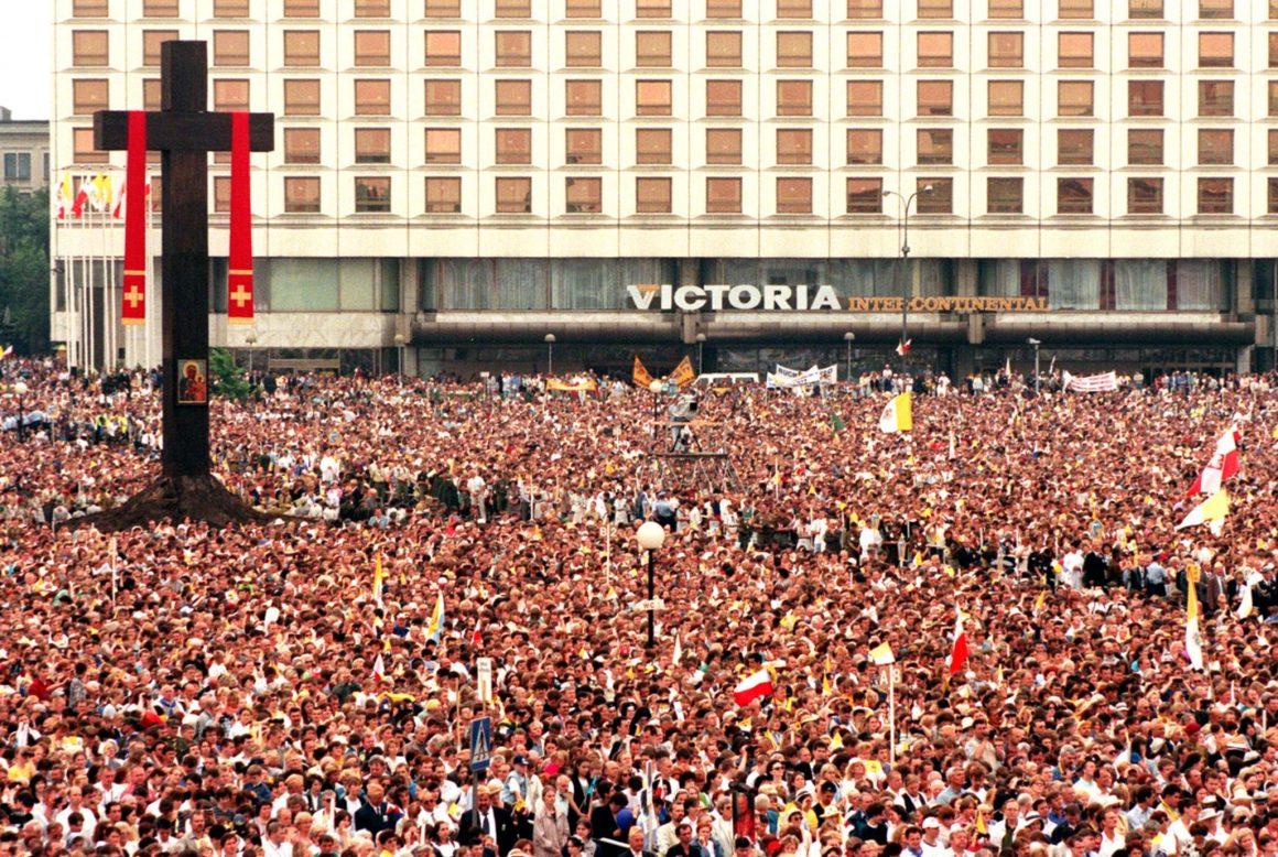 JUNE 13, 1999, WARSAW. POPE JOHN PAUL II CELEBRATED THE HOLY MASS AT PIŁSUDSKI SQUARE IN WARSAW. © LESZEK WRÓBLEWSKI (PAP)